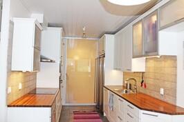 Hollitaipaleentie 17 D keittiö 1