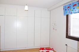 Hollitaipaleentie 17 D makuuhuone 2
