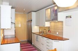 Hollitaipaleentie 17 D keittiö 4