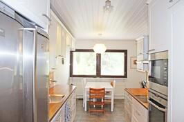Hollitaipaleentie 17 D keittiö 2