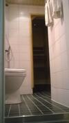 Wc ja sauna kuvattuna eteisestä