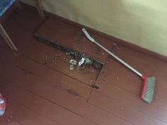Home- ja lahovaurio keittiön lattiassa (kellariluukku)
