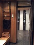 Saunaosaston pukuhuone ja suihkut