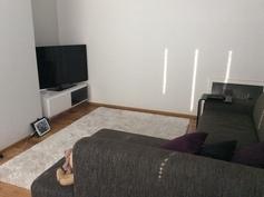 TV-huone/kirjastohuone