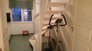 Portaat yläkerran makuuhuoneeseen