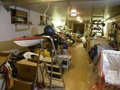 Kellarin toinen puoli  noin 20 metriä varasto/askartelu tilaa