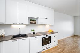 Keittiössä tyylikäs ja nykyaikainen komposiittiallas