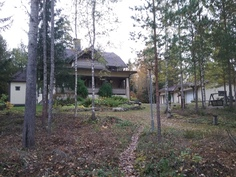 Talo rannaltapäin.