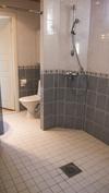 Kylpyhuone + toinen wc