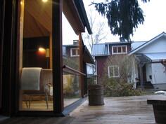 Talo pihamökin terassilta