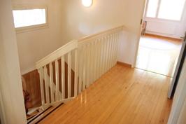 Siirrytäänkin yläkertaan.... Yläkerran aula.