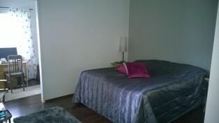 Makuuhuone 4 jonka vieressä työtila