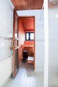 Yläkerran wc-, sauna- ja suihkutila