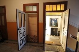 Sisäänkäynti ja huoneiston rappukäytävän erillisvarasto