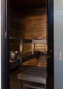 Sauna vahattu tummaksi