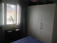 Normaalikorkuisen makuuhuoneen kaapit