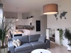 Iso olohuone ja keittiö
