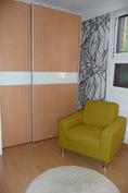 Yläkerran toinen makuuhuone (Kuvan vaatekomero nyt vaatehuoneessa)