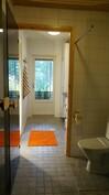 Kylpyhuone ja kodinhoitohuone