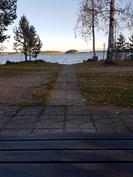 Näkymä alakerran terassilta järvelle