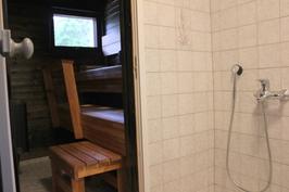 Pesutila ja sauna.