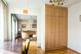 Makuuhuone no2 - työhuoneen kaapistot