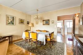 Olohuone, näkymä keittiön ja makuuhuone no1. suuntaan