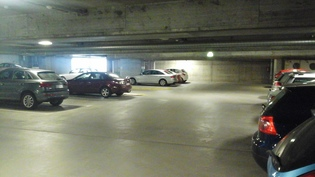 Autopaikka hallissa