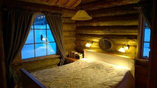 Alakerta makuuhuone 1