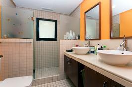 Päämakuuhuoneen kylpyhuone