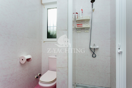 Alakerran toinen kylpyhuone