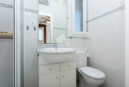 Yläkerran kaksion kylpyhuone