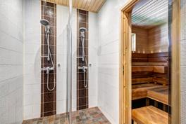 Kylpyhuone uusittu vuonna 2011
