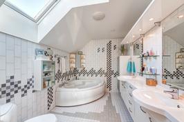 Master bedroomin yhteydessä oleva wc