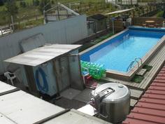 Suojaisalla uima-allasalueella on usein jopa yli 30 astetta !