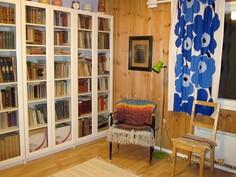 Kirjasto- ja makuuhuone.