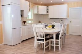Valkoiset keittiökalusteet
