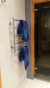 Kylpyhuoneessa saa pyyhkeet nopeasti kuivaksi (vesikiertoinen kuivausteline)