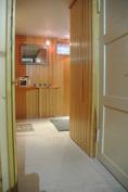 Pukuhuone, kellarikerros (vesikiertoinen lattialämmitys tilassa)