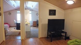 Yläkerran aula ja makuuhuoneet