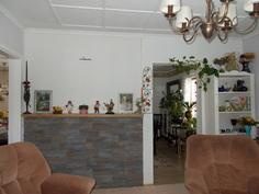 Olohuone ruokailuhuoneeseen päin