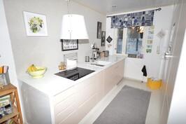 Hieno, persoonallinen A la Carte -keittiö, integroidut Siemens -kodinkoneet