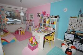 Lasten makuuhuoneet yhdistetty