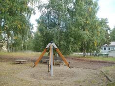 Alueen oma leikkikenttä vain alueen asukkaiden käytössä
