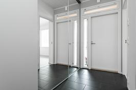 Kuvia samanlaisesta valmistuneesta asunnosta