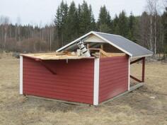 """""""observatorio"""" syrjään liukuvalla katolla. Kaukoputkikaluston siirtymisestä kaupassa voidaan sopia"""