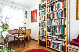 Makuuhuone/kirjastohuone