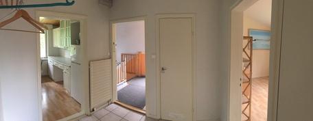 Yläkerran asunnon aula