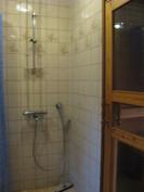 Pesuhuone ja suihku