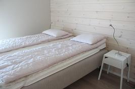 Alakerrassa on kaksi makuuhuonetta